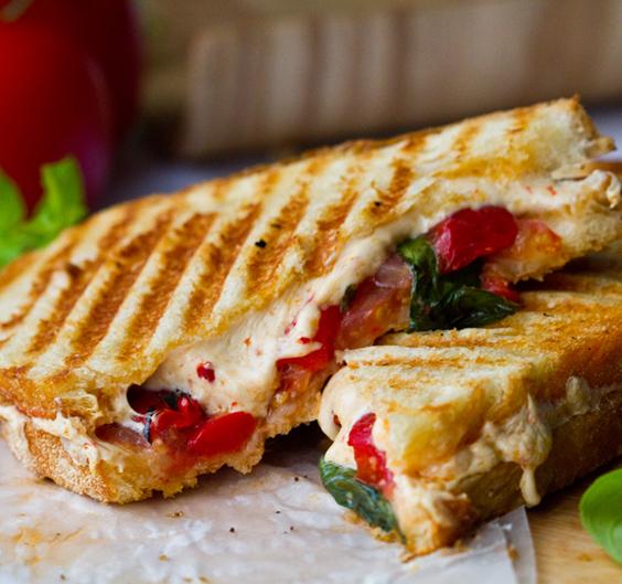 daiya-large-cheese-sandwich564_edited-3.jpg