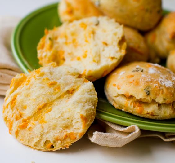 jalapeno-cheddar-biscuits-vegan25203.jpg