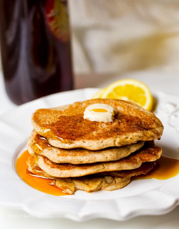 As Panquecas Vegan De Limão Mais Adoráveis.  Café da manhã com comida caseira. 100