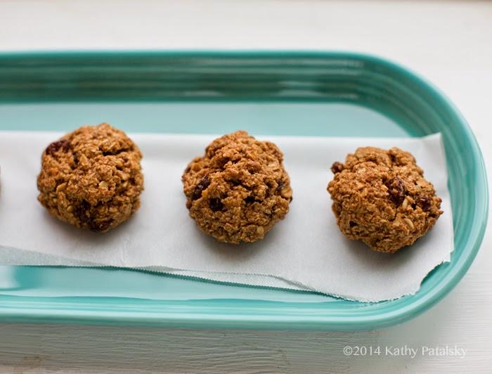 row of yummy oat raisin cookies