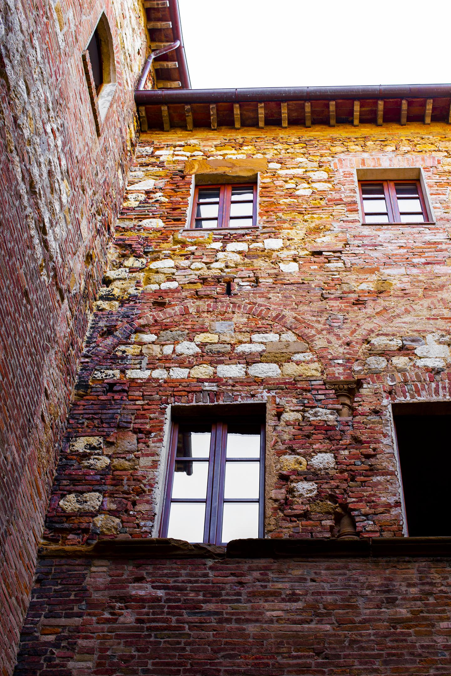 montepulciano courtyard