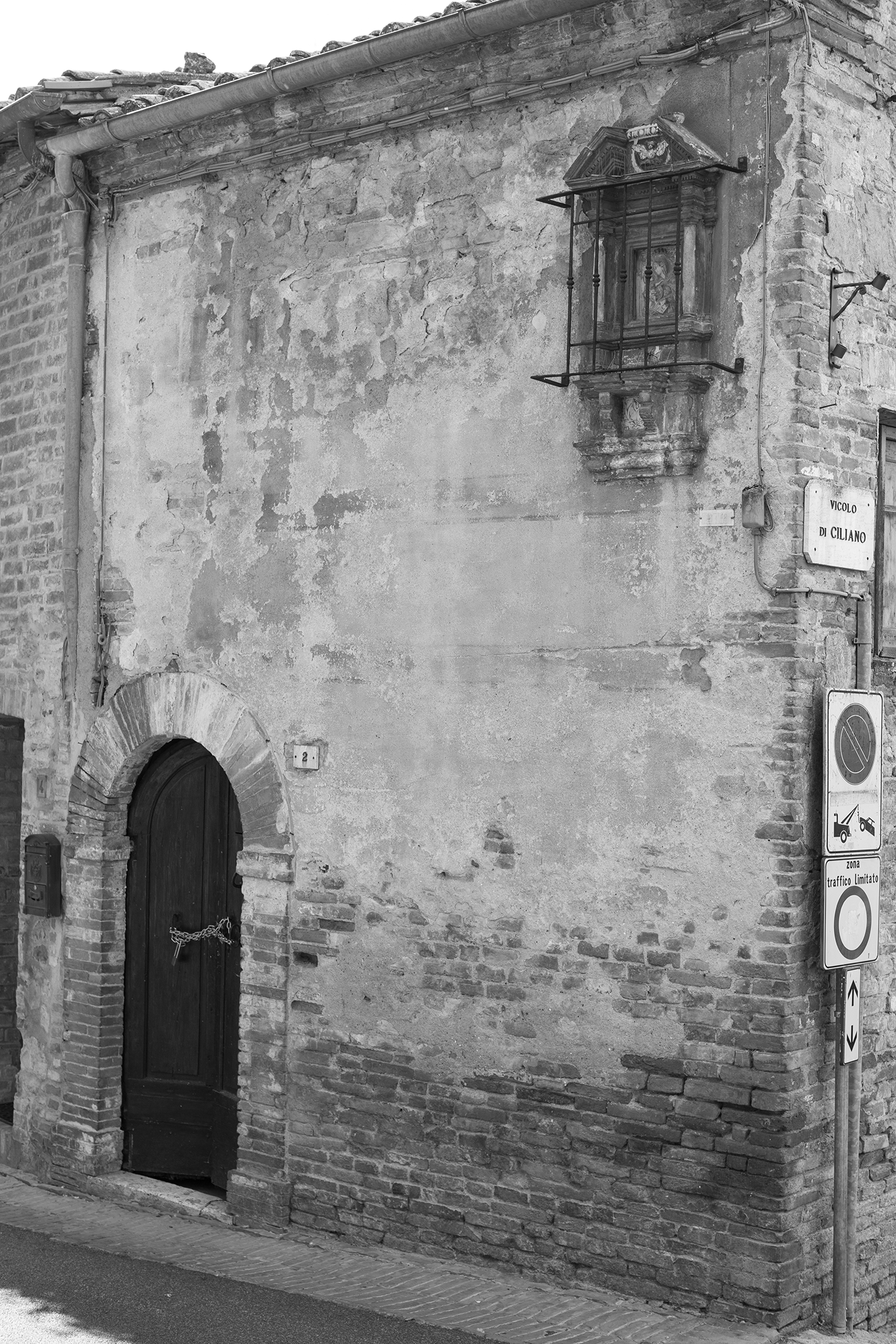 montepulciano building spooky