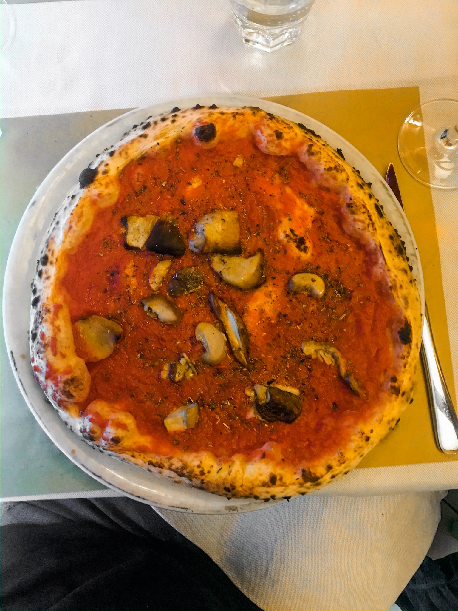 Del Forno Alla Soffitta marinara pizza with mushrooms