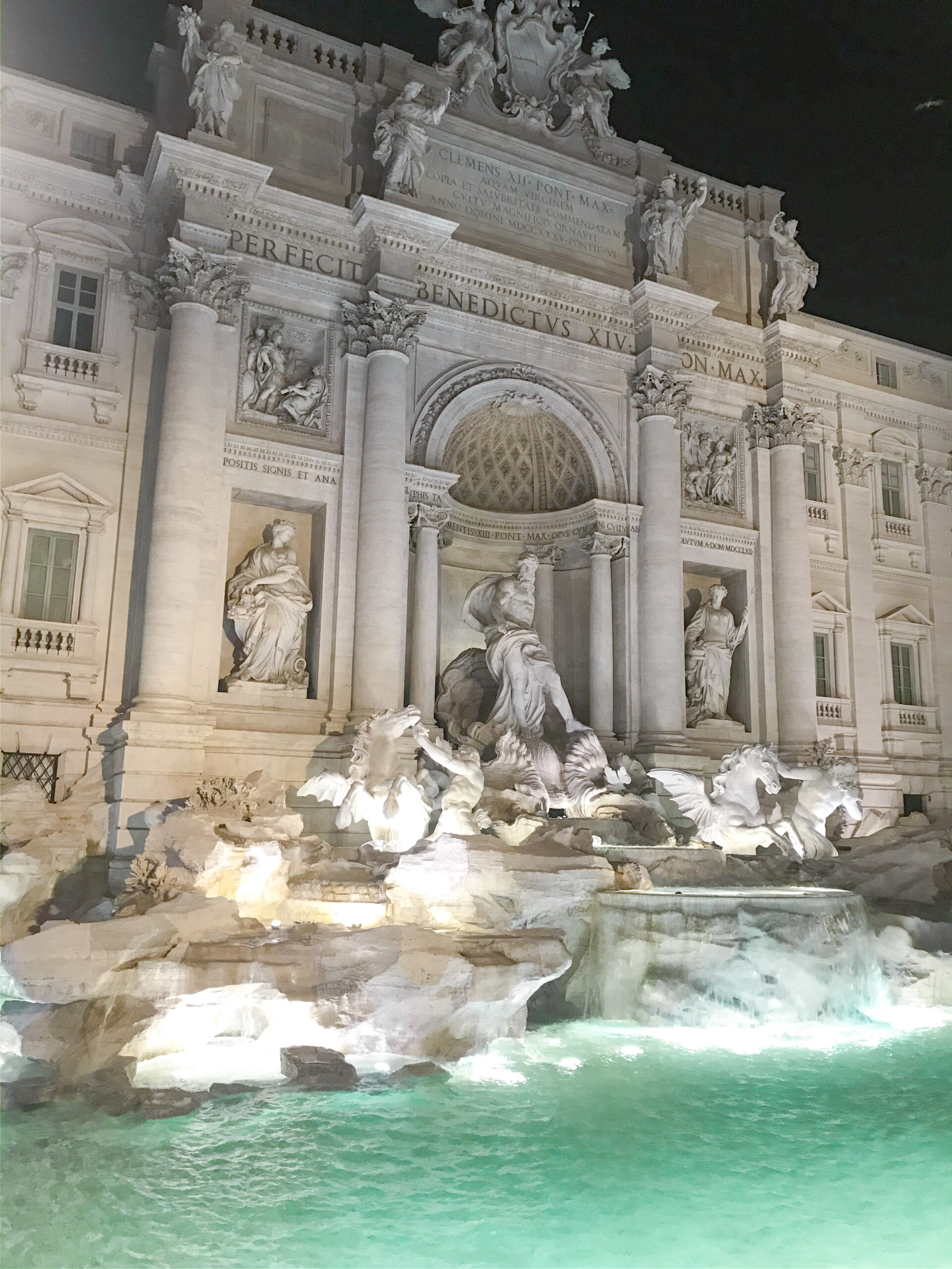 trevi fountain rome - night