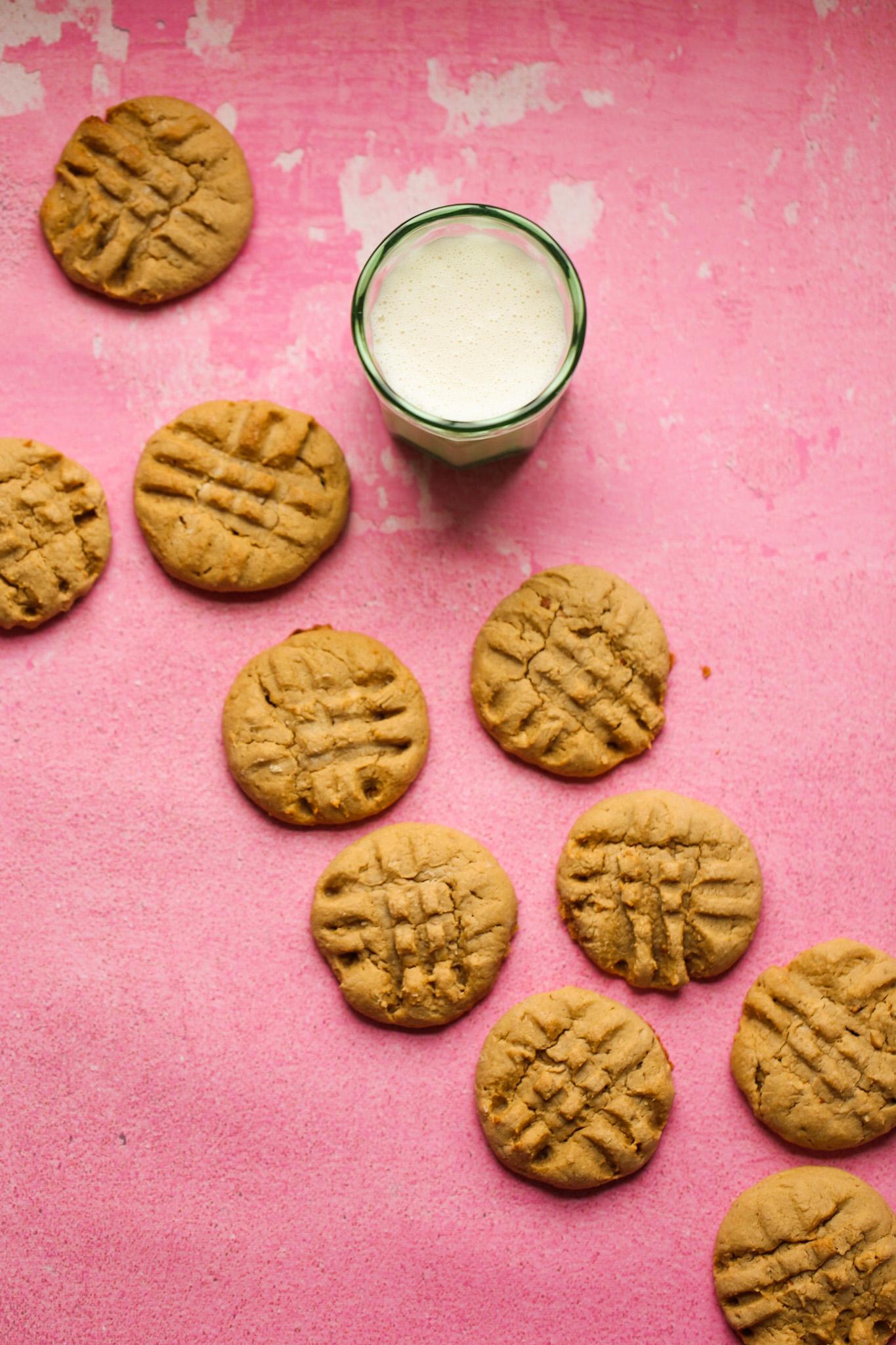galletas de mantequilla de maní y leche
