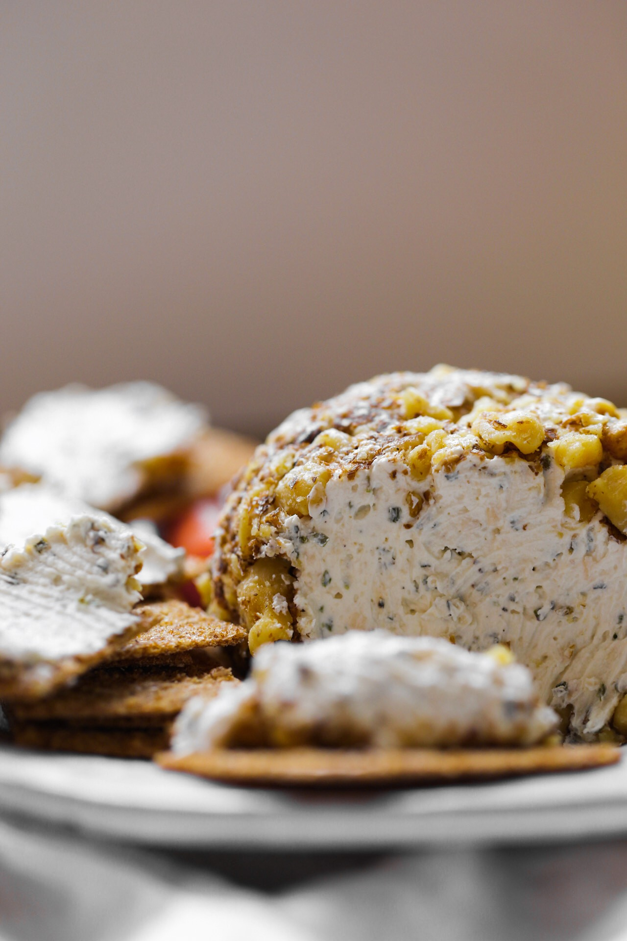 vegan cashew cheese ball