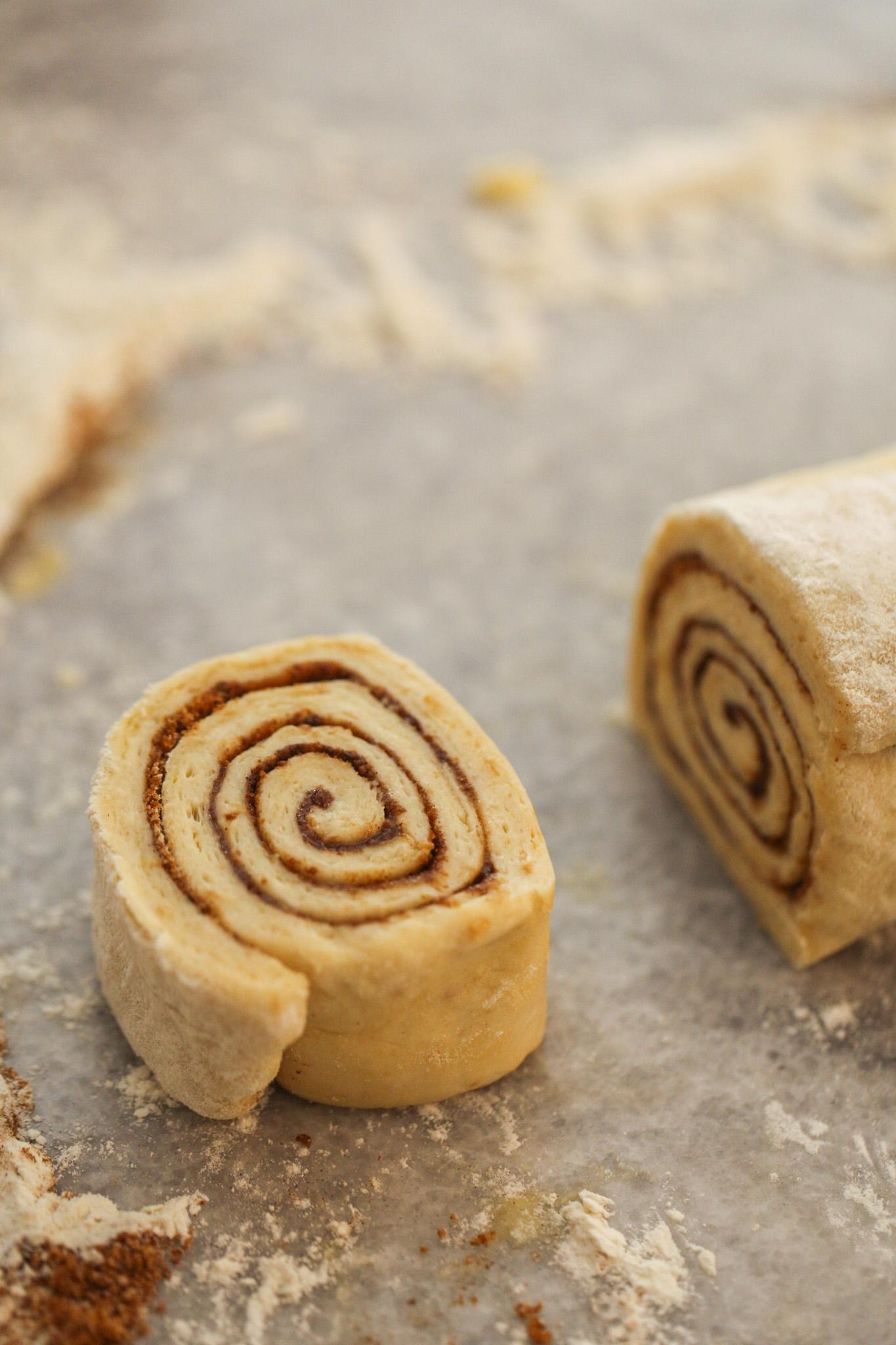 sliced cinnamon roll, unbaked swirl