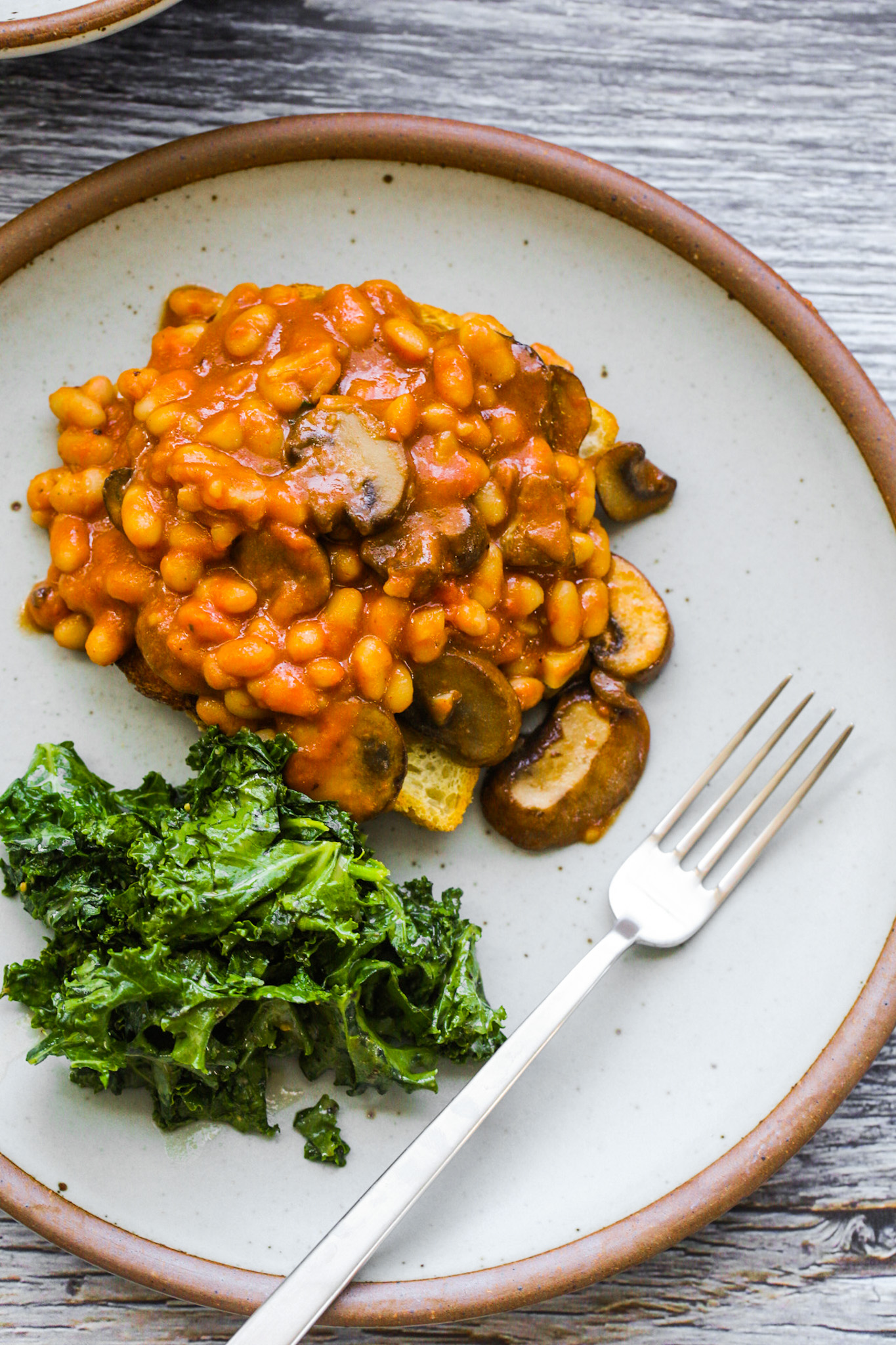 baked beans with mushrooms and kale