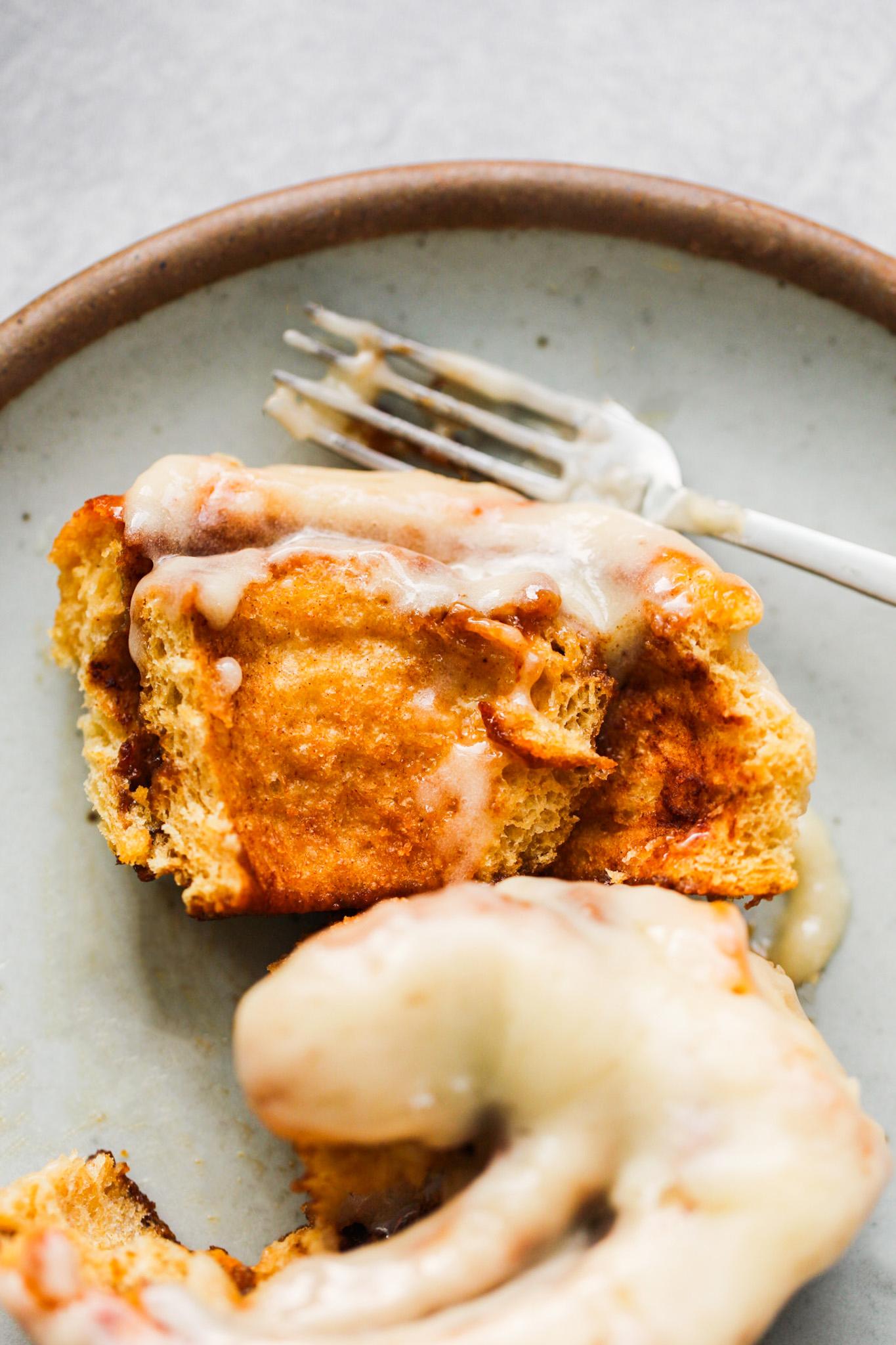 fluffy vegan cinnamon roll