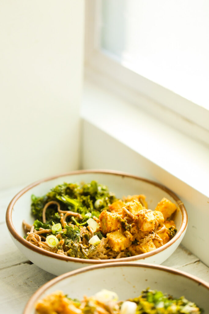 peanut noodle bowls with tempeh