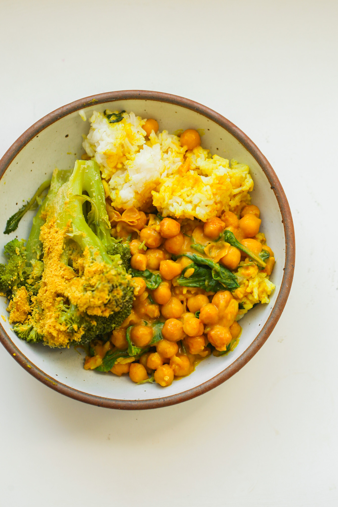 Veggie Rice Bowls with broccoli, chickpeas and peanut sauce